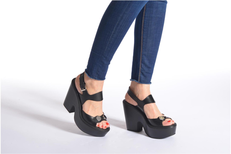 Sandales et nu-pieds Carven Elia Noir vue bas / vue portée sac