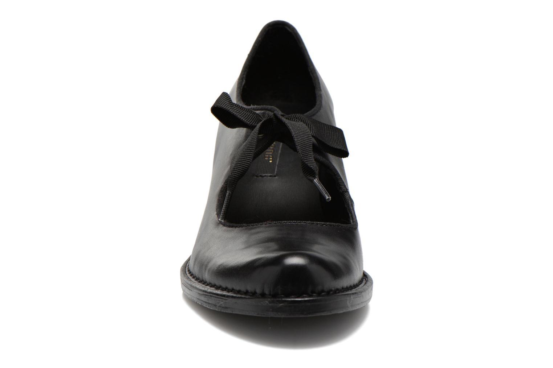 Zapatos de tacón Neosens Rococo S859 Negro vista del modelo
