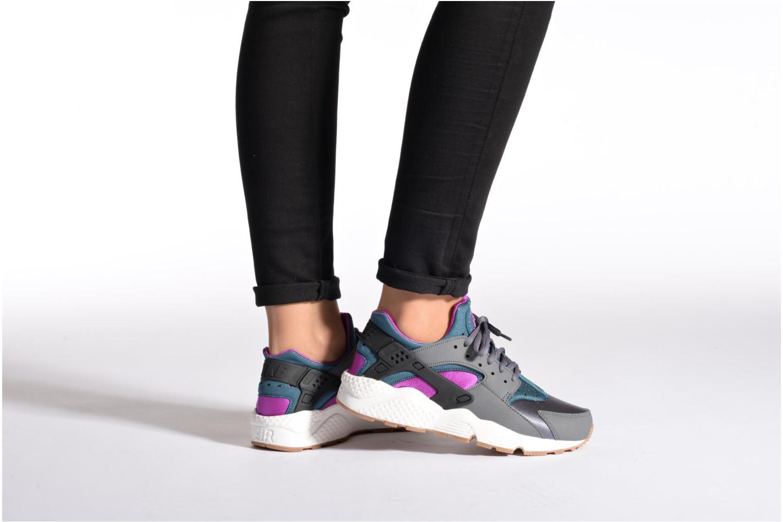 Sneaker Nike Wmns Air Huarache Run blau ansicht von unten / tasche getragen