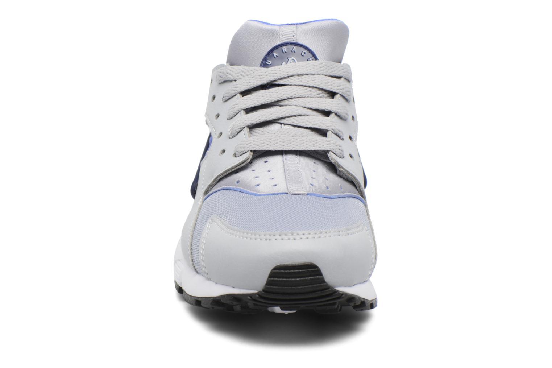 Baskets Nike Nike Huarache Run (Gs) Gris vue portées chaussures