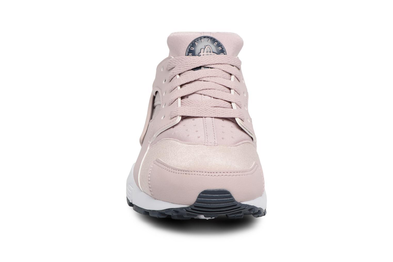 Baskets Nike Nike Huarache Run (Gs) Rose vue portées chaussures