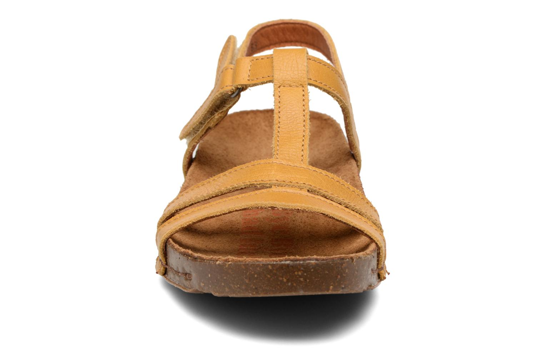 Sandales et nu-pieds Art I Breathe 946 Jaune vue portées chaussures