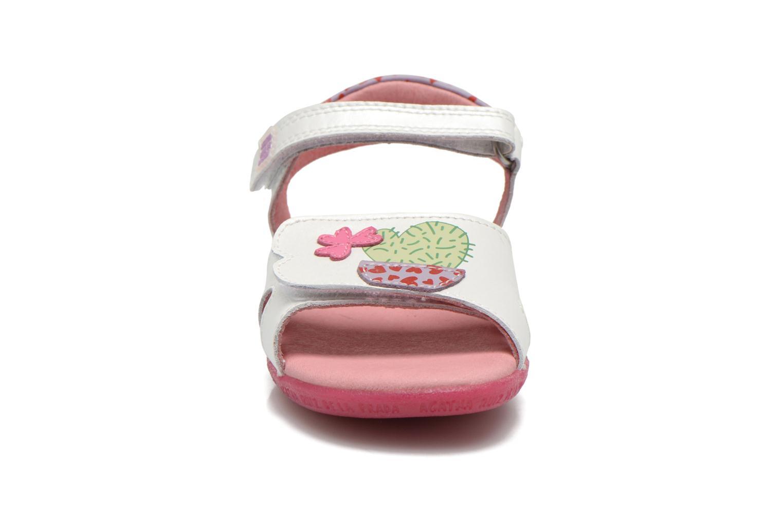 Sandales et nu-pieds Agatha Ruiz de la Prada Jardino Blanc vue portées chaussures