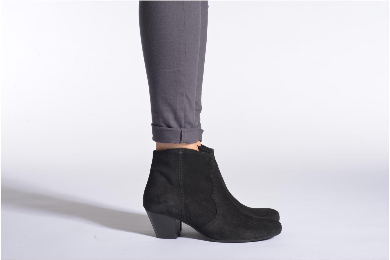 Bottines et boots Georgia Rose Celacou Beige vue bas / vue portée sac