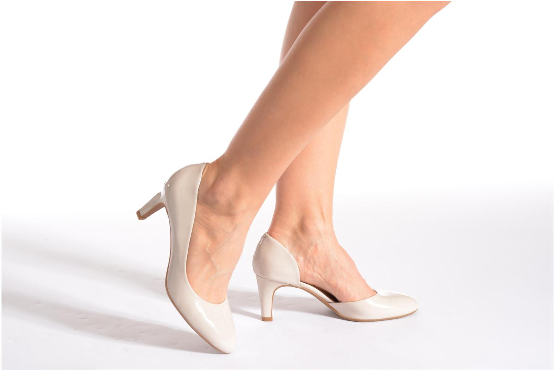 High heels JB MARTIN 3Gabaret Beige view from underneath / model view