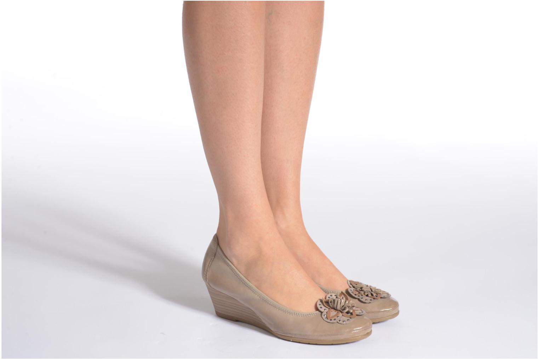 High heels Marco Tozzi Nikuta Beige view from underneath / model view