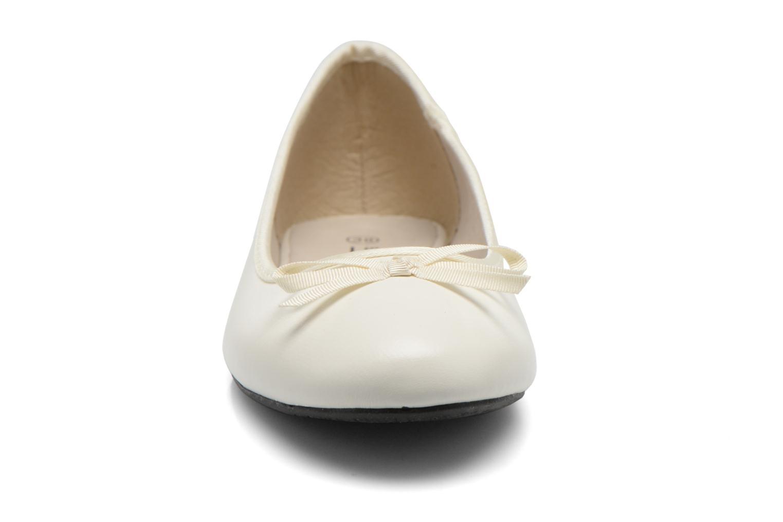 Ballerines Elizabeth Stuart Castel 851 Blanc vue portées chaussures