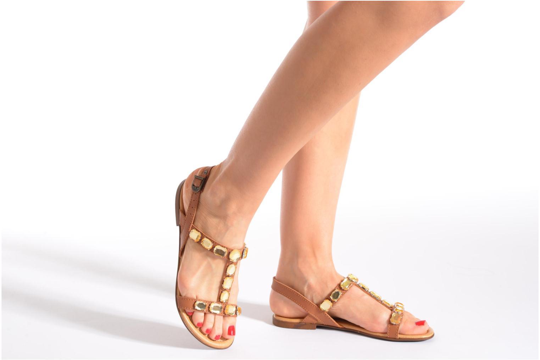 Sandales et nu-pieds Tamaris Turana Marron vue bas / vue portée sac