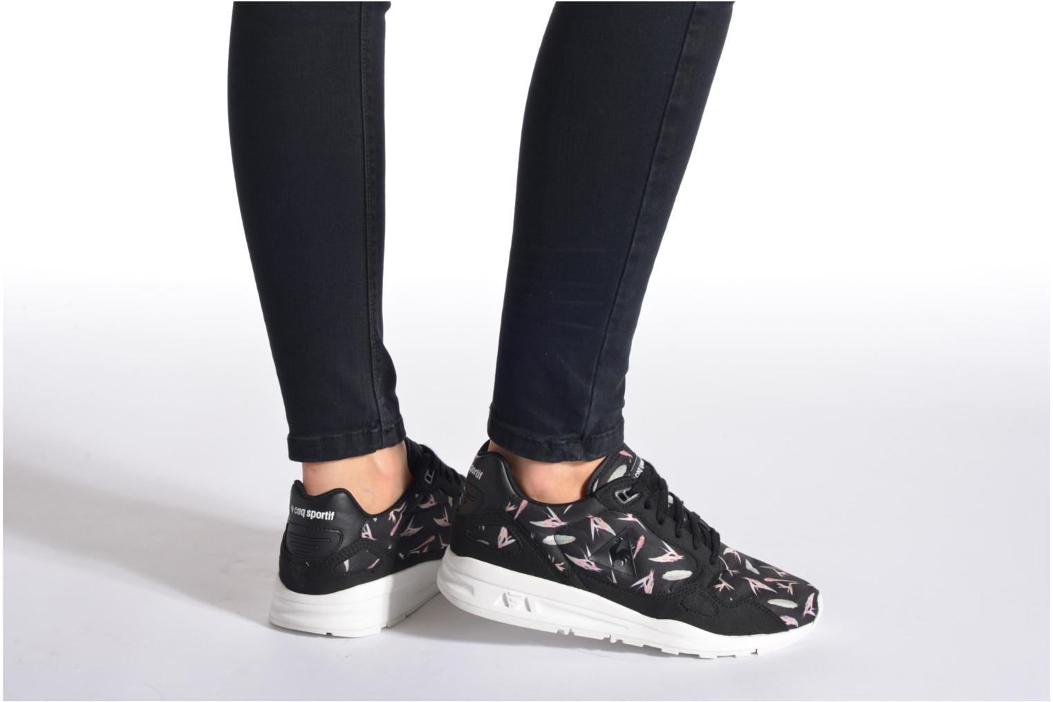 Trainers Le Coq Sportif LCS R900 W Bird Of Paradise Black view from underneath / model view