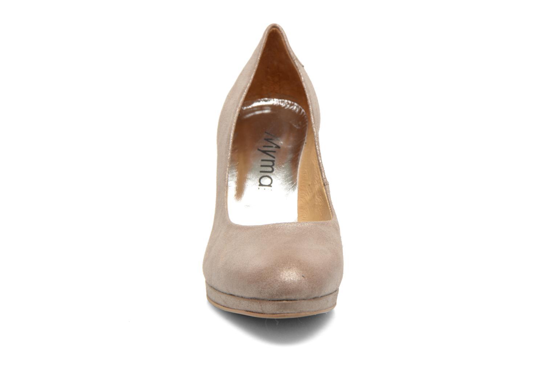 Zapatos de tacón Myma Hewin Beige vista del modelo