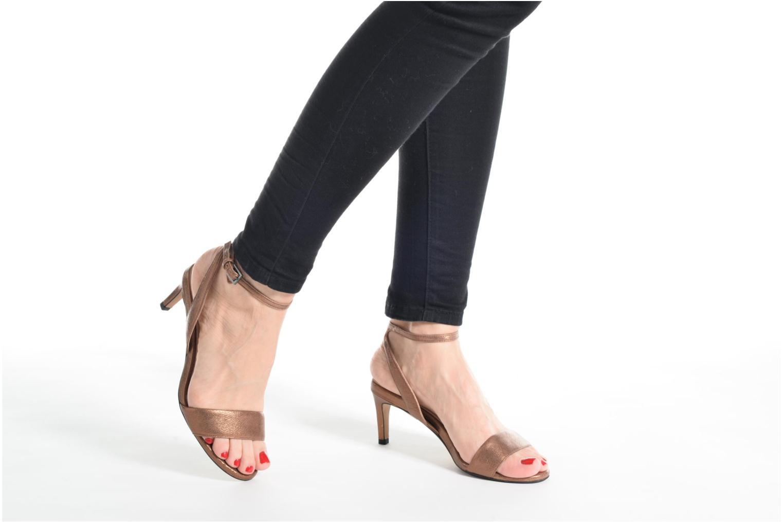 Sandales et nu-pieds Clarks Amali Jewel Or et bronze vue bas / vue portée sac