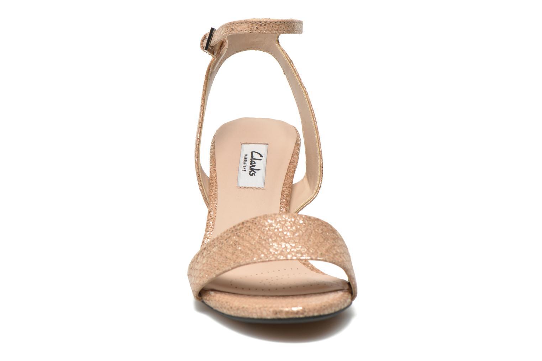 Sandales et nu-pieds Clarks Amali Jewel Or et bronze vue portées chaussures
