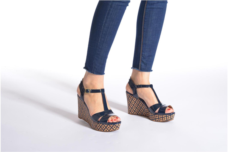 Sandales et nu-pieds Clarks Amelia Roma Rose vue bas / vue portée sac