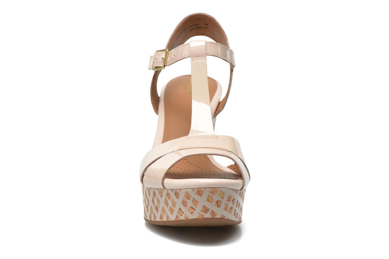 Sandales et nu-pieds Clarks Amelia Roma Rose vue portées chaussures