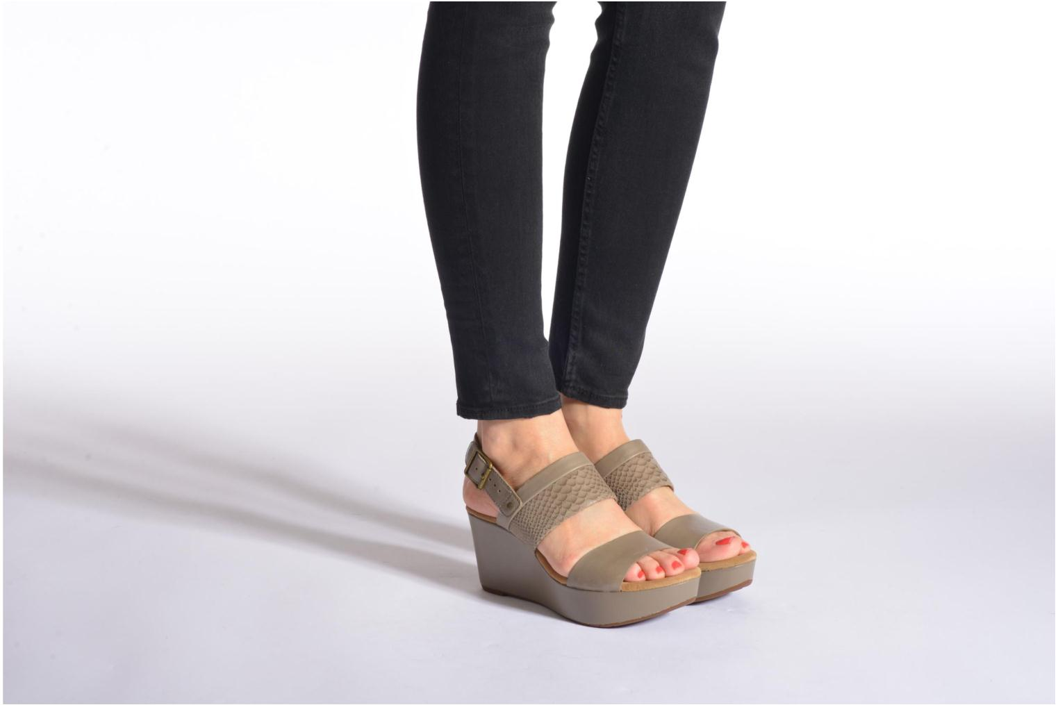 Sandals Clarks Caslynn Kat Black view from underneath / model view