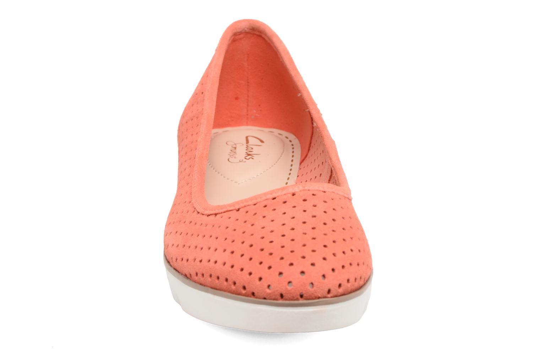 Ballerines Clarks Evie Buzz Rouge vue portées chaussures