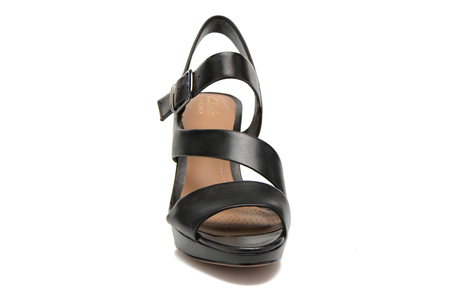 Sandals Clarks Jenness Soothe Black model view