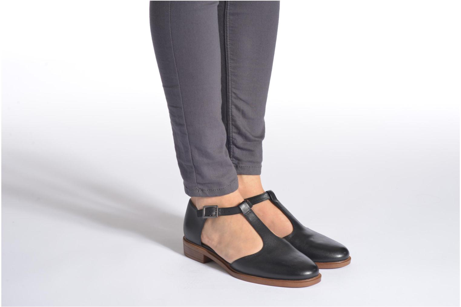 Ballet pumps Clarks Taylor Palm Black view from underneath / model view