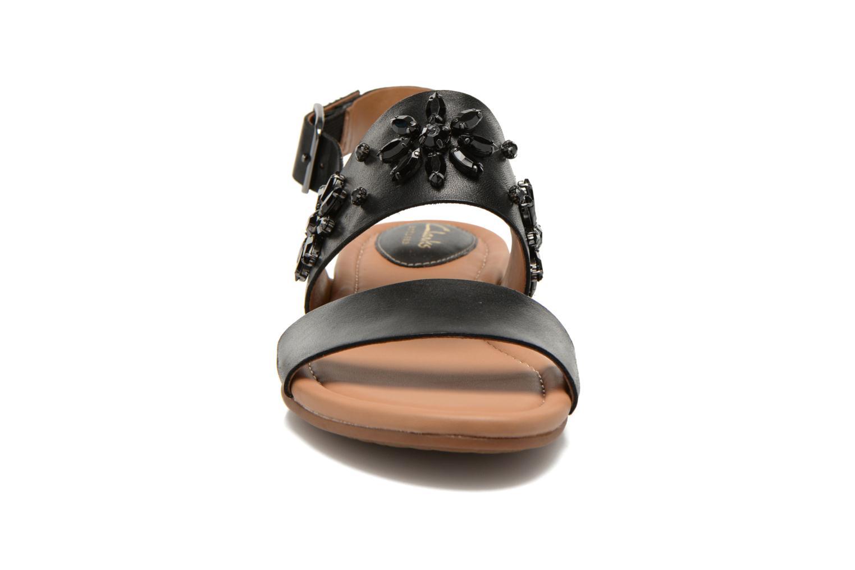 Sandali e scarpe aperte Clarks Viveca Melrose Nero modello indossato
