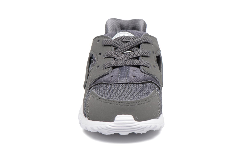 Deportivas Nike Nike Huarache Run (Td) Gris vista del modelo