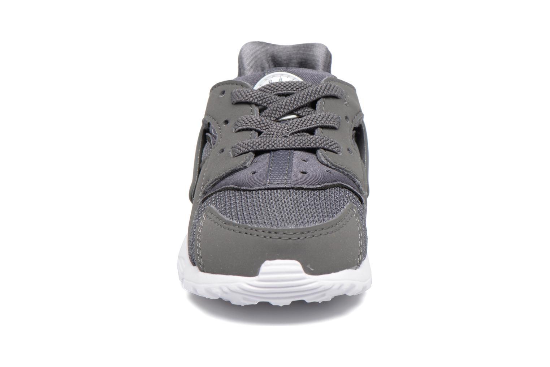 Baskets Nike Nike Huarache Run (Td) Gris vue portées chaussures