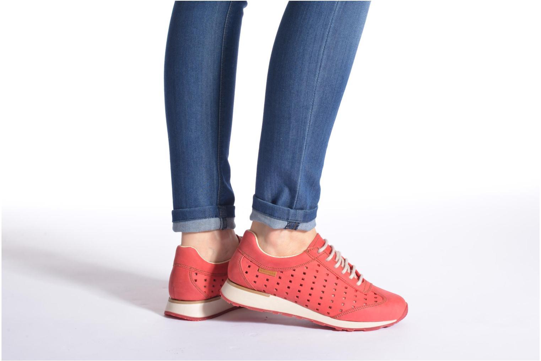 Sneaker El Naturalista Walky ND98 rot ansicht von unten / tasche getragen