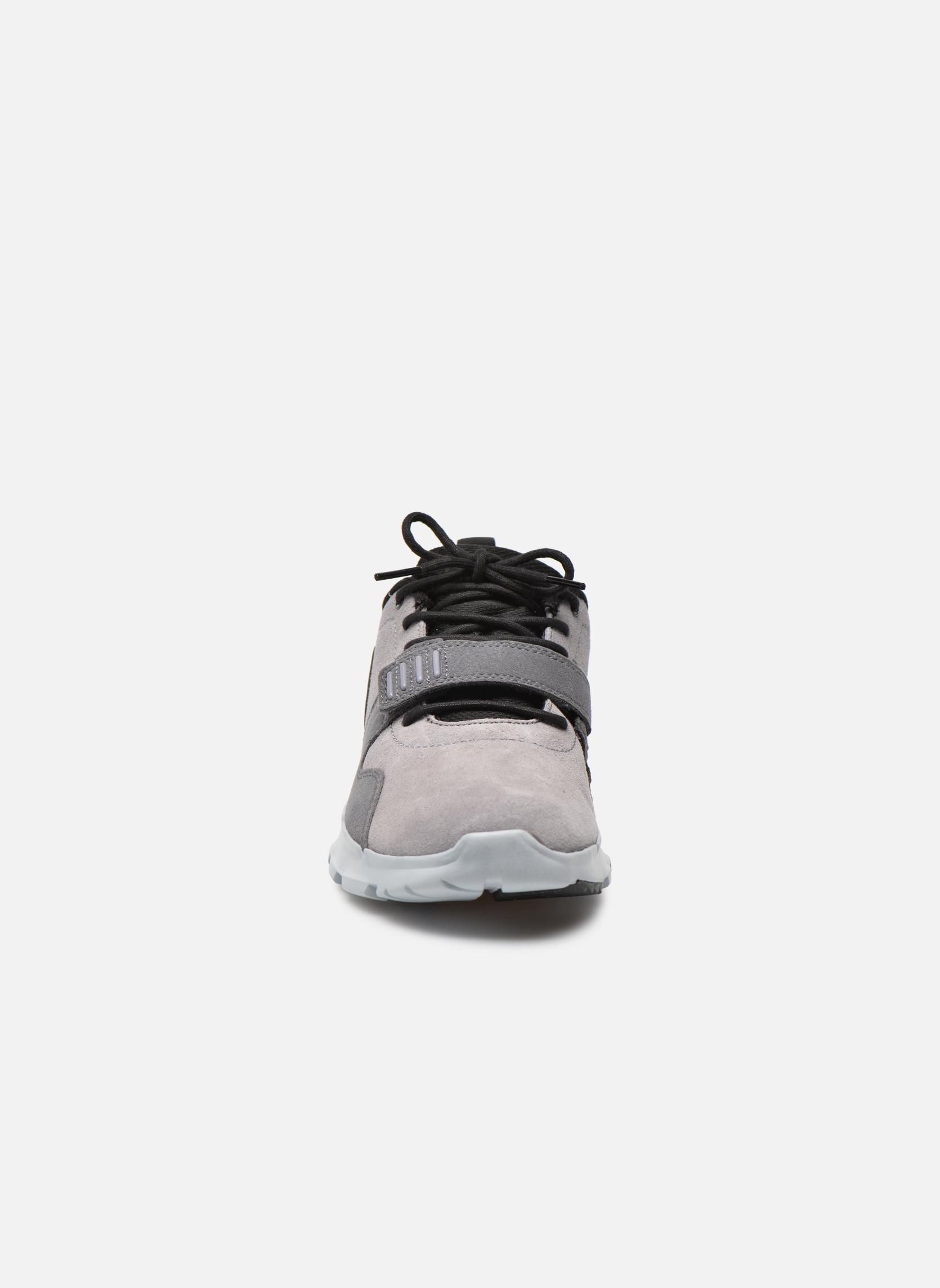 Sportschuhe Nike Trainerendor L grau schuhe getragen