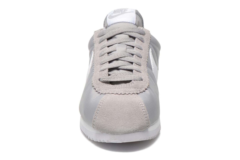 Baskets Nike Classic Cortez Nylon Gris vue portées chaussures