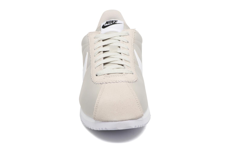 Baskets Nike Classic Cortez Nylon Beige vue portées chaussures