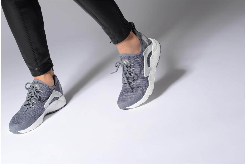 Sneaker Nike W Air Huarache Run Ultra schwarz ansicht von unten / tasche getragen