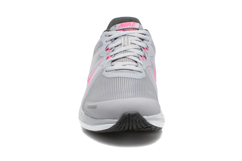 Chaussures de sport Nike Wmns Nike Dual Fusion X 2 Gris vue portées chaussures