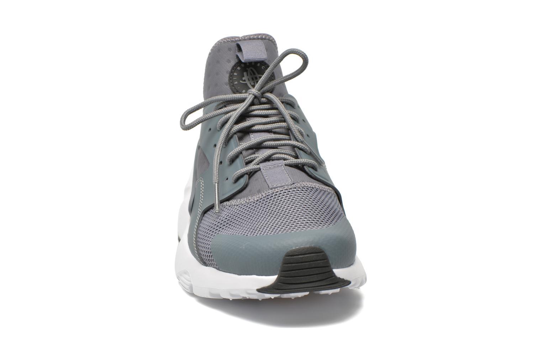 Baskets Nike Nike Air Huarache Run Ultra Gris vue portées chaussures