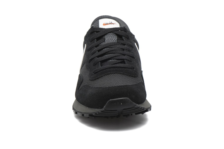 Baskets Nike Nike Air Pegasus 83 Noir vue portées chaussures
