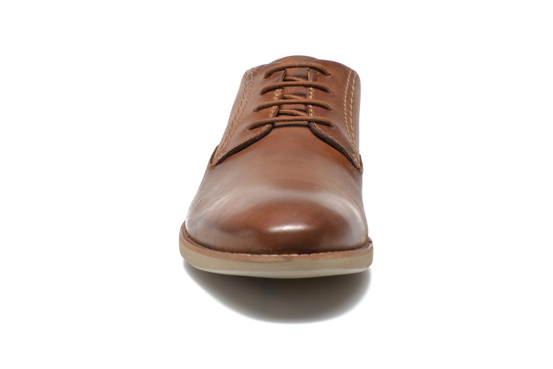 Snörade skor Clarks Franson Plain Brun bild av skorna på