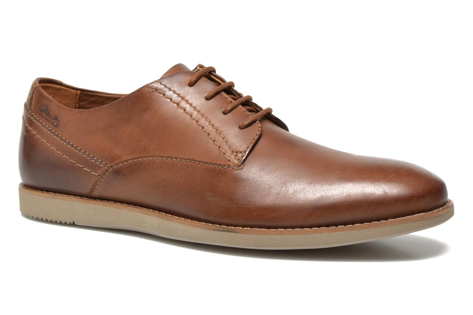 Lace-up shoes Clarks Franson Plain Brown detailed view/ Pair view