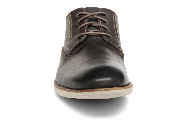 Chaussures à lacets Clarks Franson Plain Gris vue portées chaussures