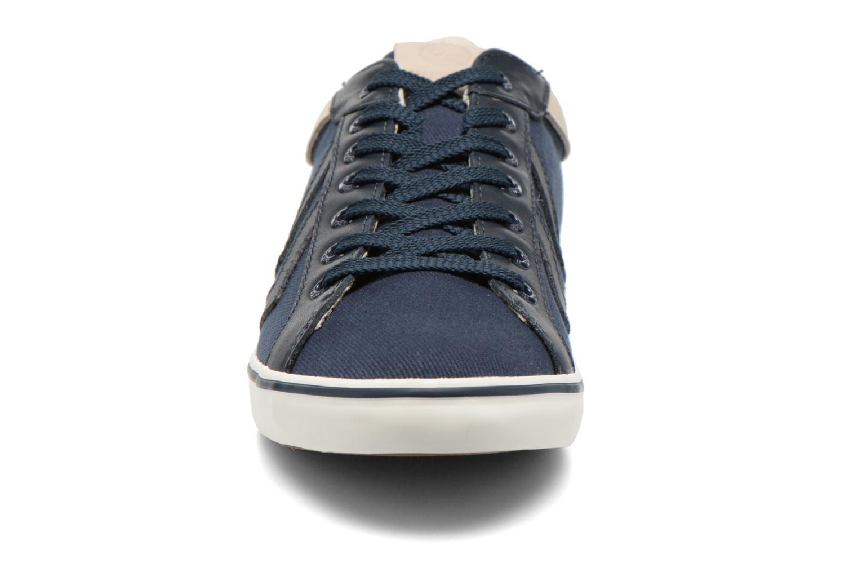 Baskets Hummel Deuce Court Premium Bleu vue portées chaussures