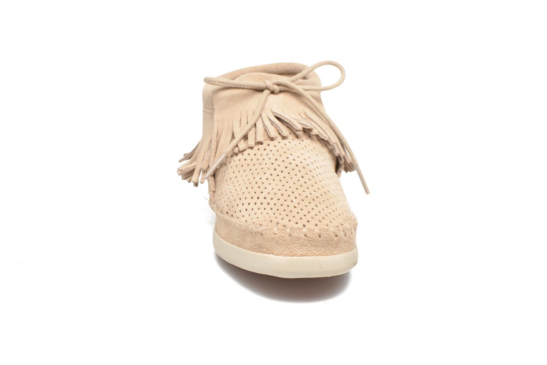 Bottines et boots Minnetonka Venice Perf Gris vue portées chaussures