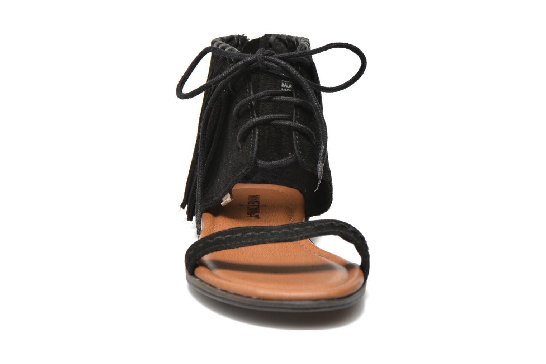 Sandales et nu-pieds Minnetonka Havana Noir vue portées chaussures