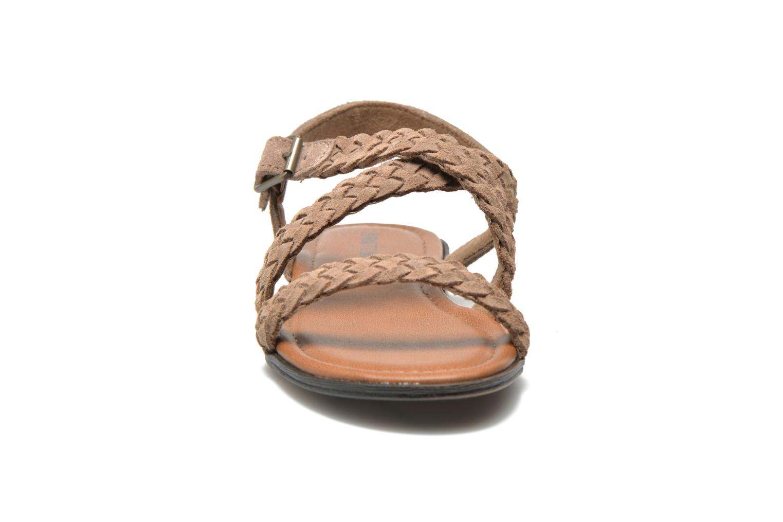 Sandalen Minnetonka Santorini beige schuhe getragen
