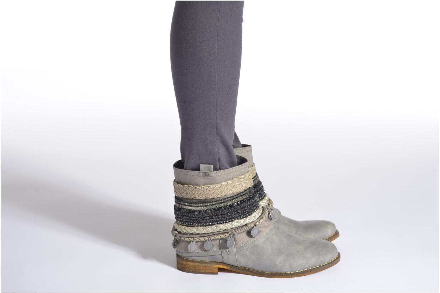 Ankle boots Bullboxer Nadoco Grey view from underneath / model view