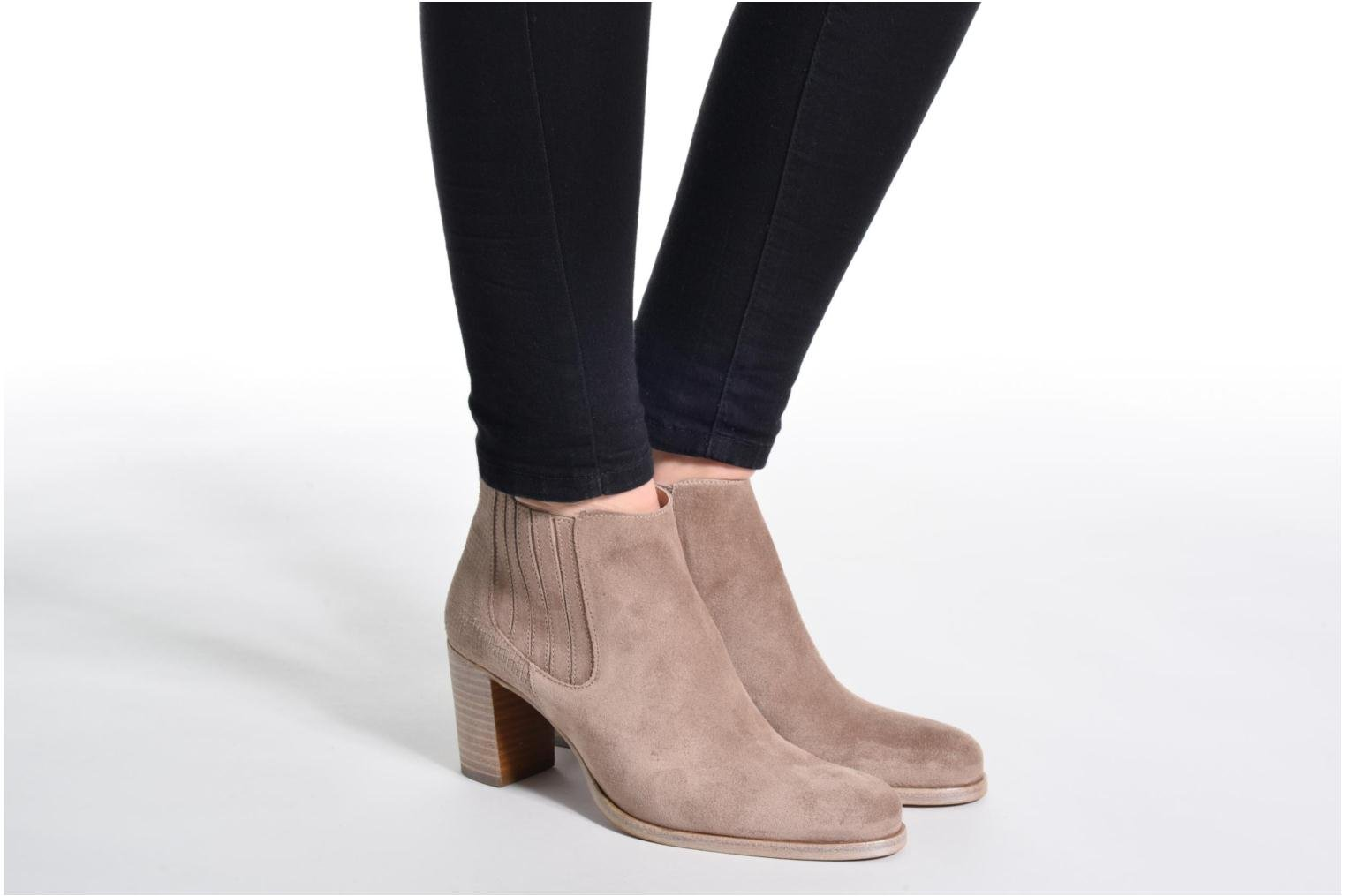 Ankle boots Muratti Bloody Brown view from underneath / model view