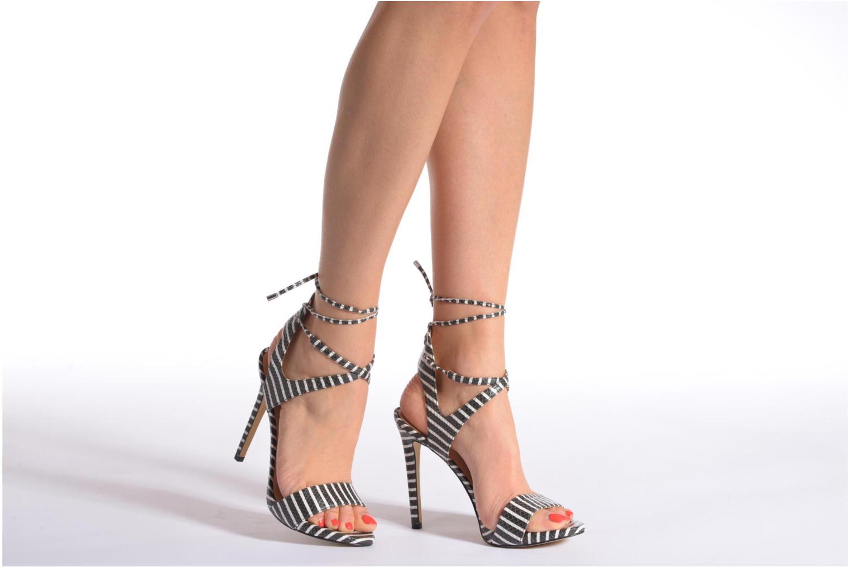 Sandalen Guess Alisse mehrfarbig ansicht von unten / tasche getragen