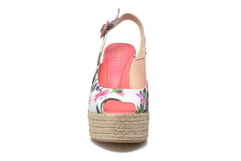 Sandalen Guess Nural mehrfarbig schuhe getragen