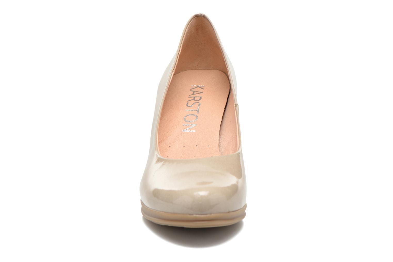 Escarpins Karston Logam Beige vue portées chaussures