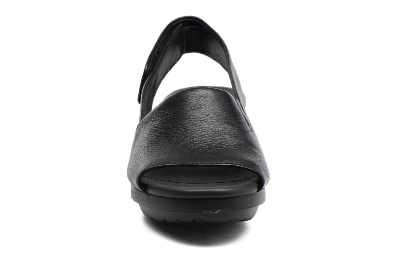 Sandales et nu-pieds Camper Balloon K200064 Noir vue portées chaussures