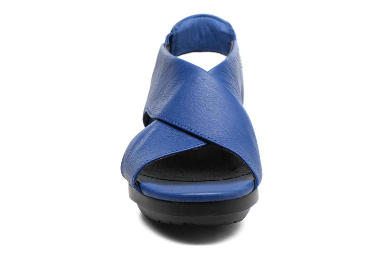 Sandales et nu-pieds Camper Balloon K200066 Bleu vue portées chaussures