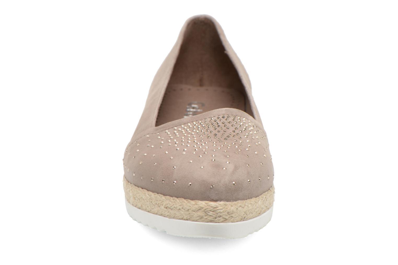 Ballerines Gabor Sabine Beige vue portées chaussures