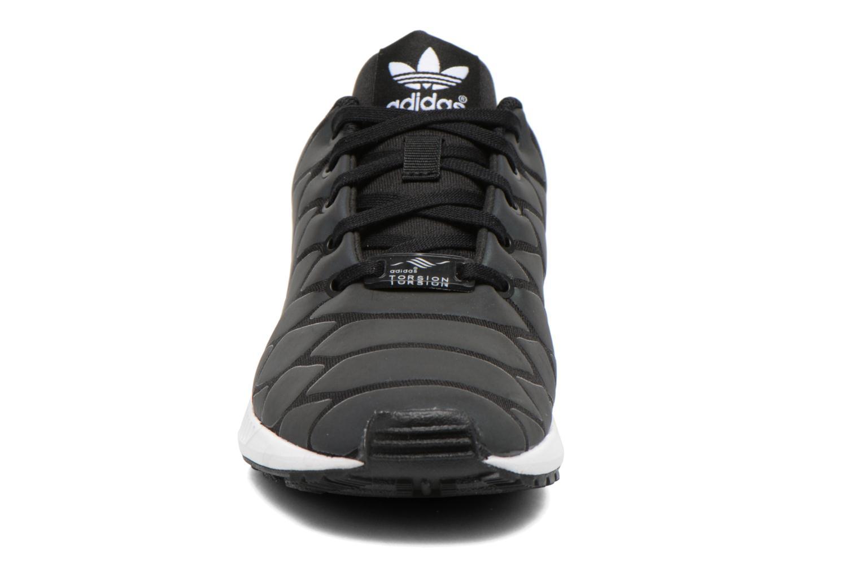Baskets Adidas Originals Zx Flux Xenopeltis K Noir vue portées chaussures