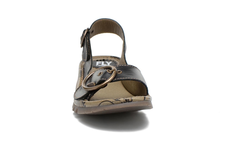 Sandales et nu-pieds Fly London Tram 723 Noir vue portées chaussures